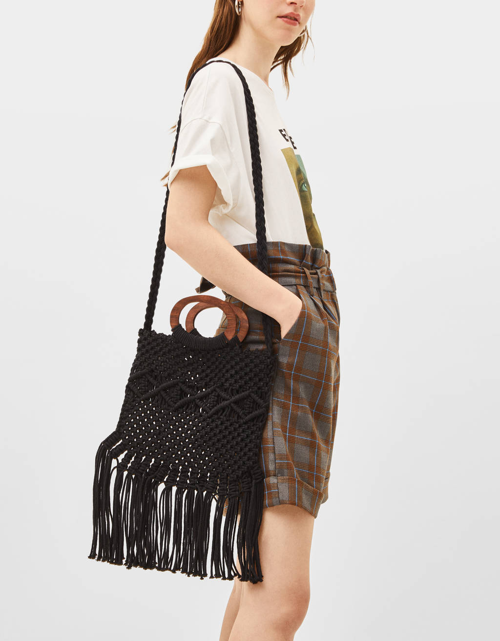 Macramé bag with fringing