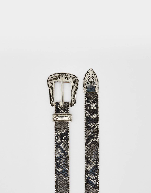 Ремень с металлической пряжкой в ковбойском стиле