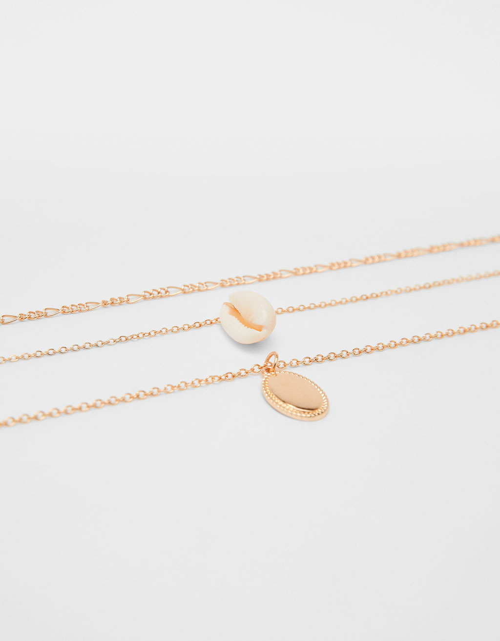 Chain necklace with seashell