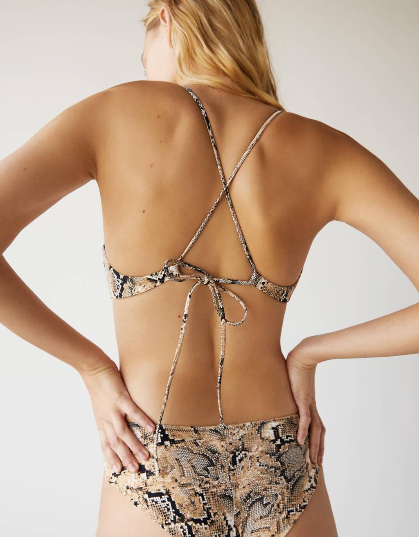 Bikini top con estampado de serpiente