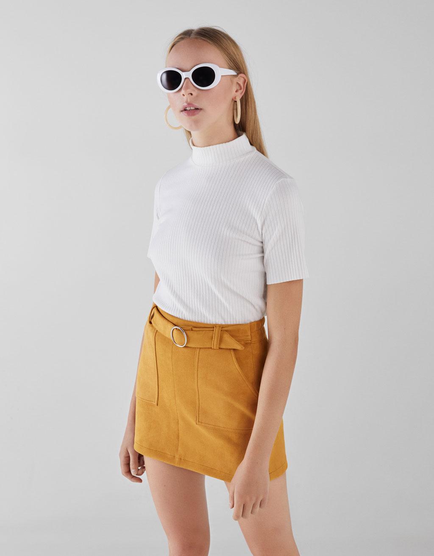 Minijupe avec ceinture