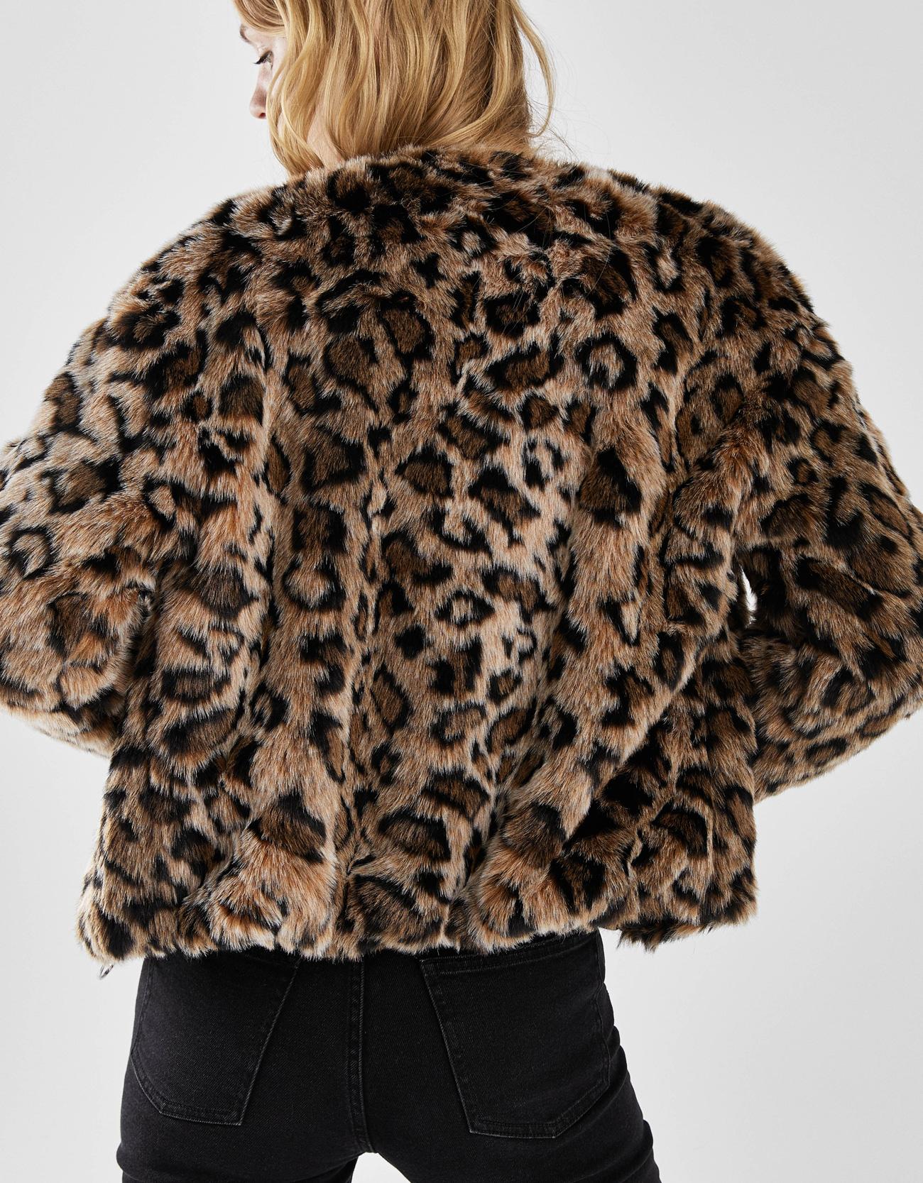 Bershka abrigo leopardo