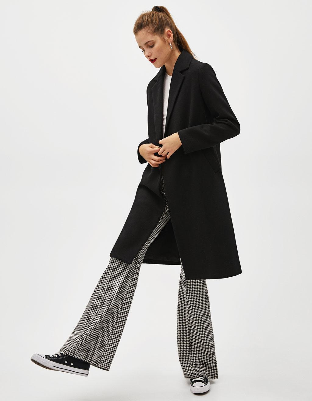Abrigo largo con corte recto