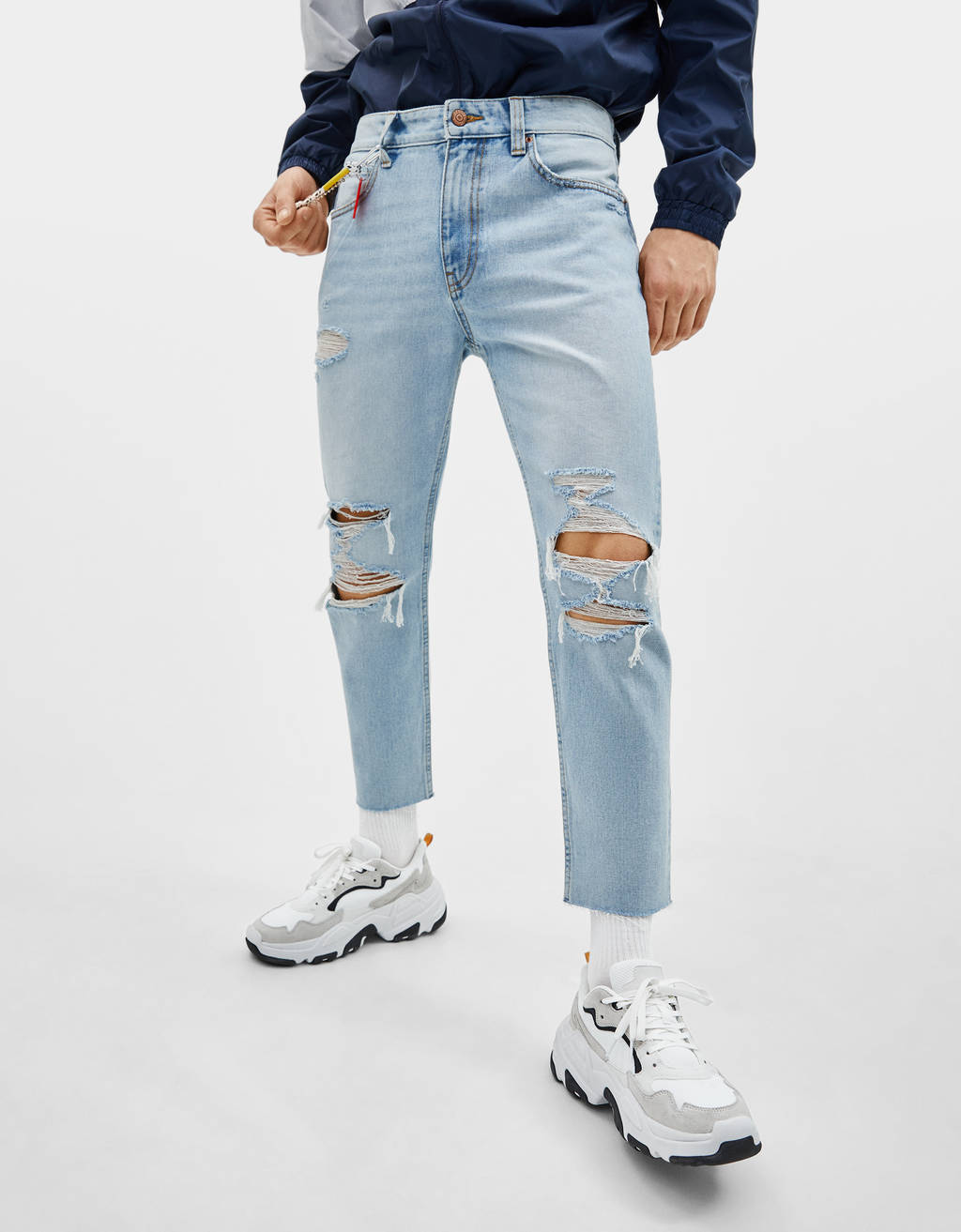 Cropped slim fit jeans with carabiner