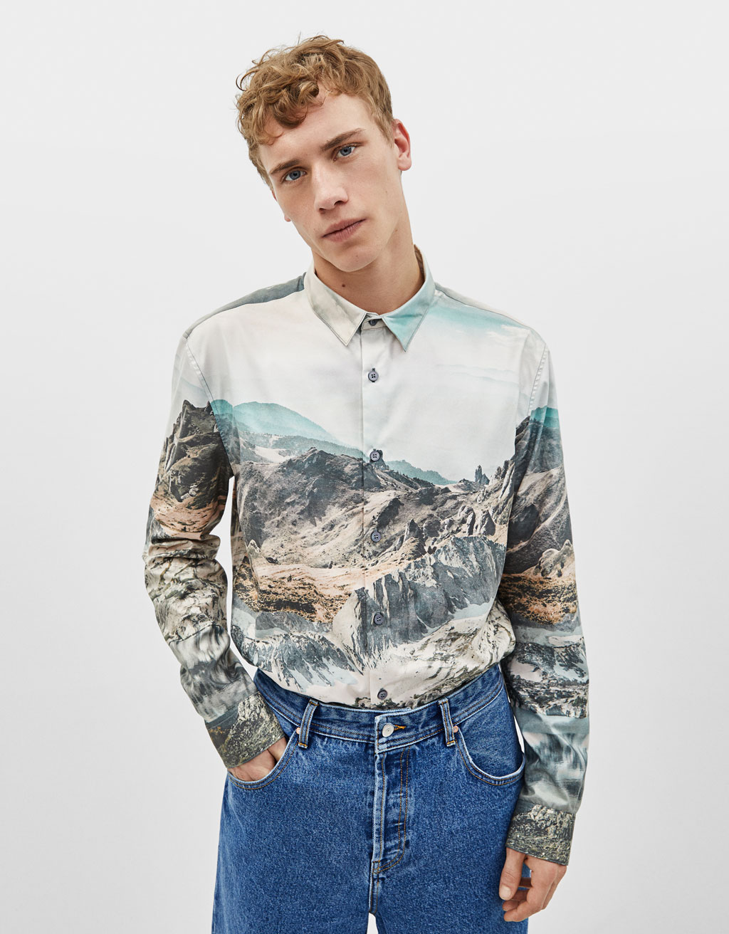Loose fitting shirt with photo print