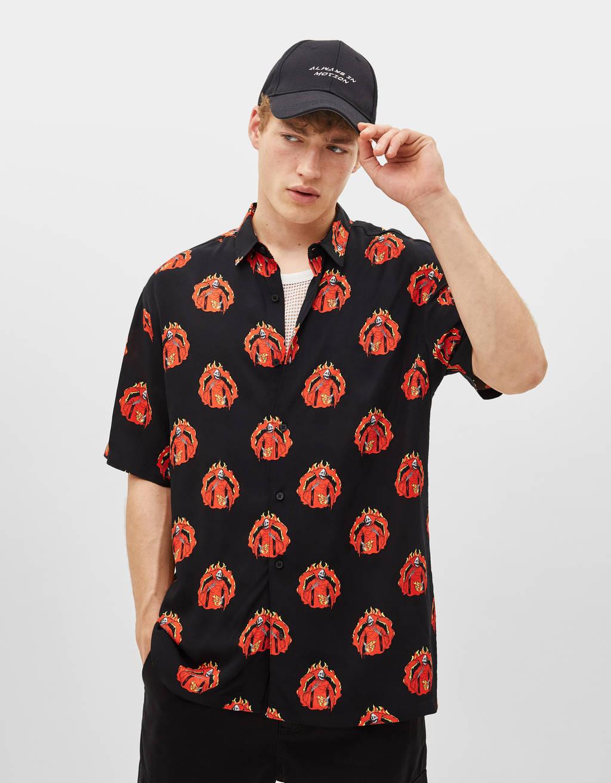 Camiseta estampada con llamas