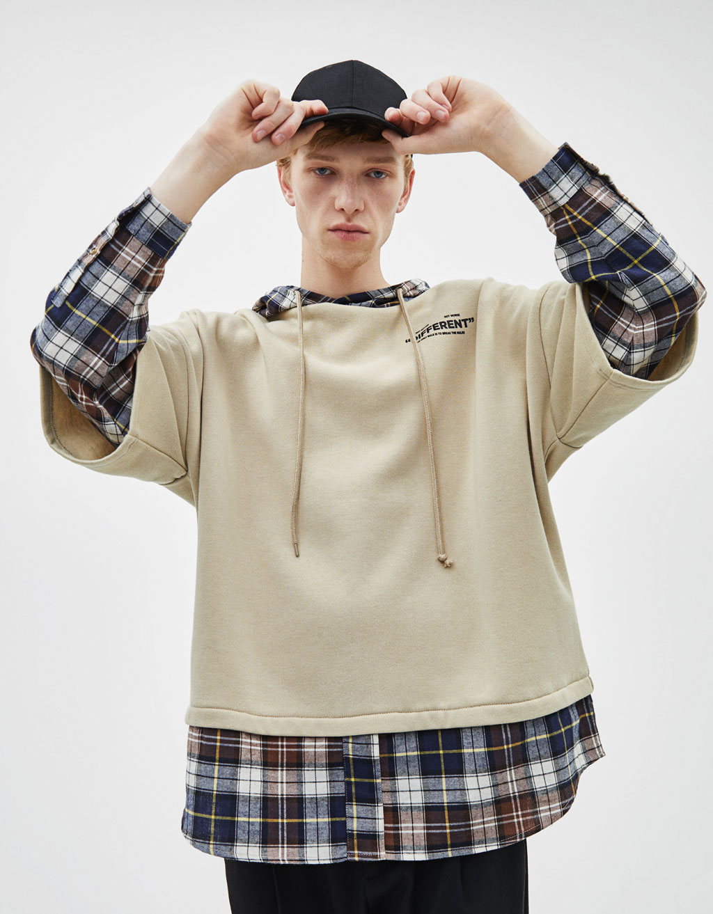 Sweatshirt with contrast shirt