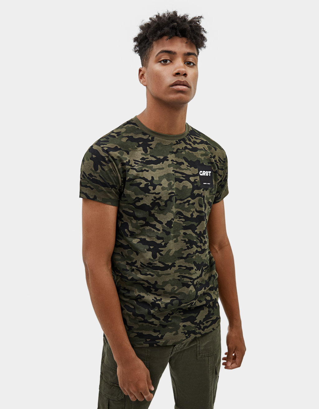 T-shirt Muscle Fit com estampado camuflagem
