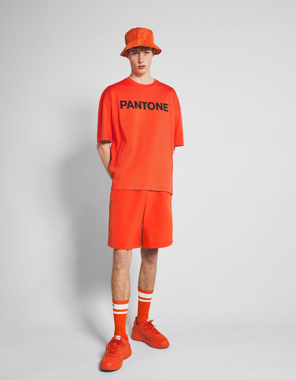 Bermuda hlače Bershka+ Pantone