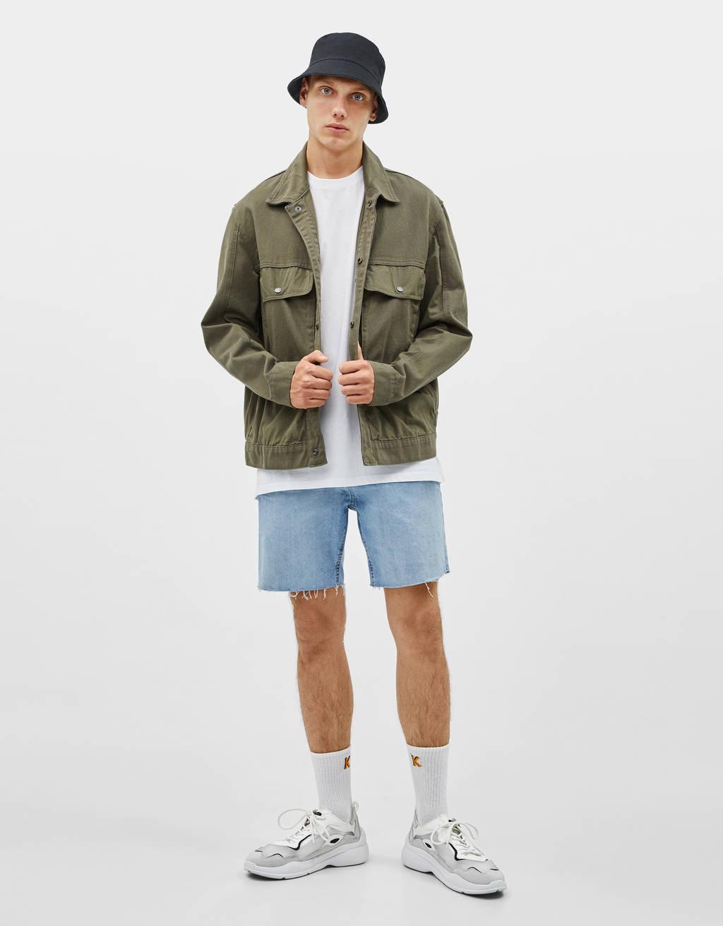 Cieši pieguļoši džinsu šorti
