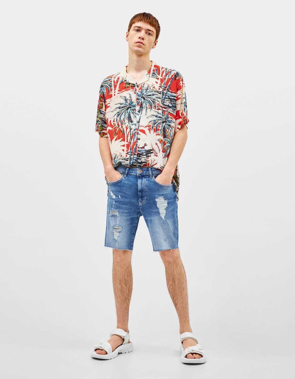 Skinny denim Bermuda shorts with rips
