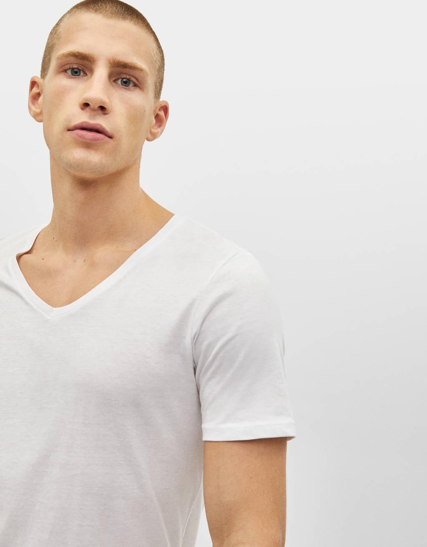 Camiseta de manga corta con cuello pico