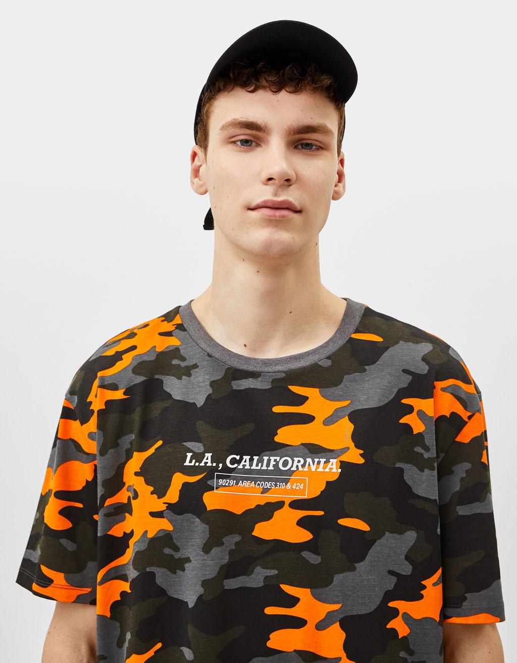 Majica z vojaškim potiskom