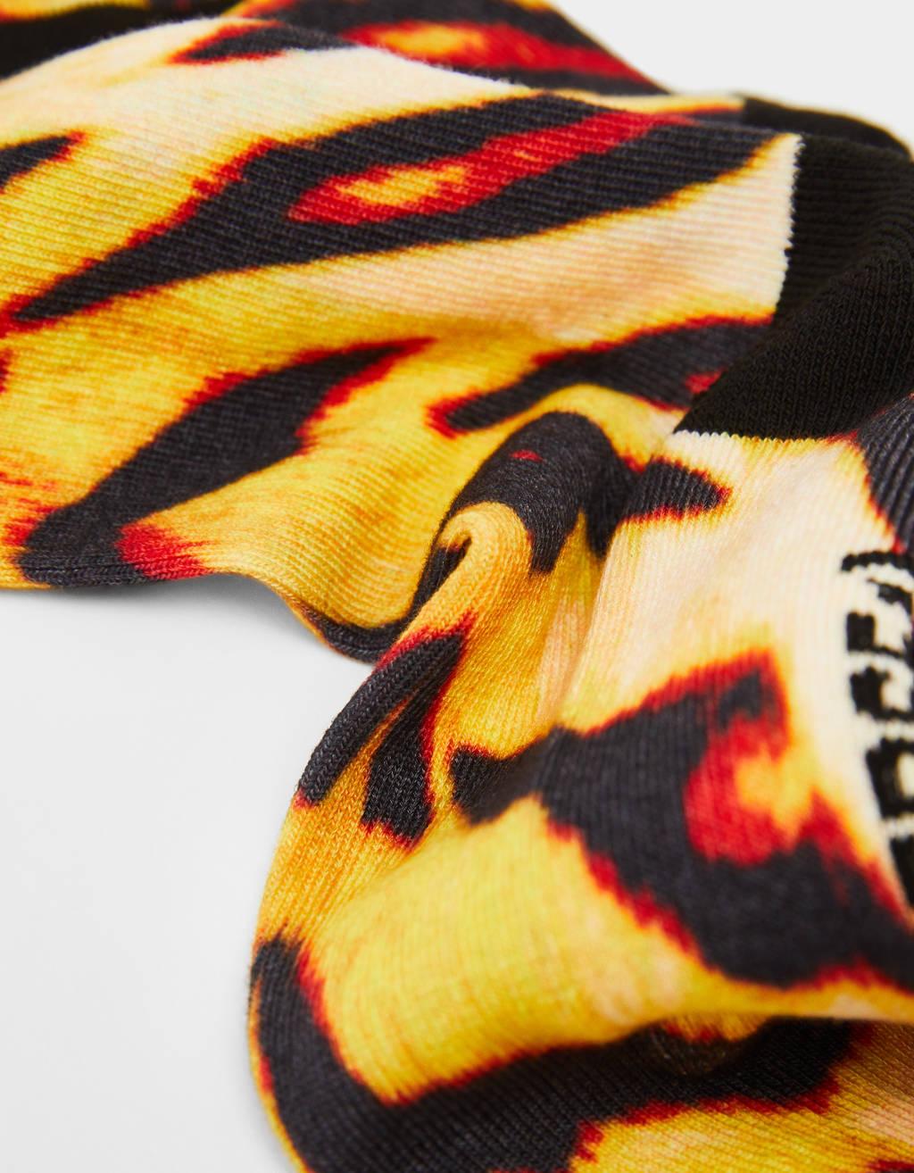 Sukat tiikerikuviolla