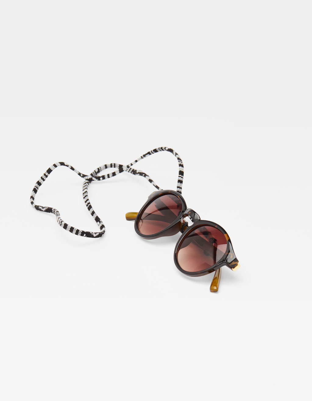 Tortoiseshell-effect sunglasses with cord