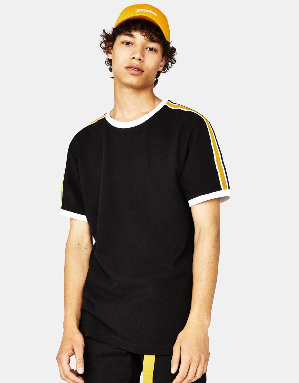 Camiseta con banda lateral