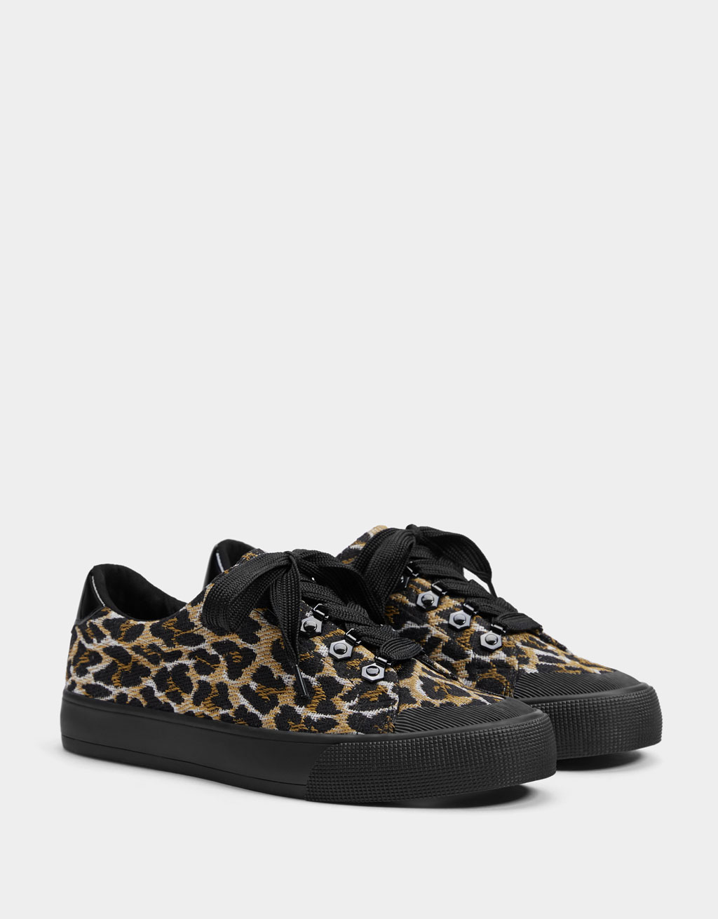 Zapatilak animal print estanpatuarekin