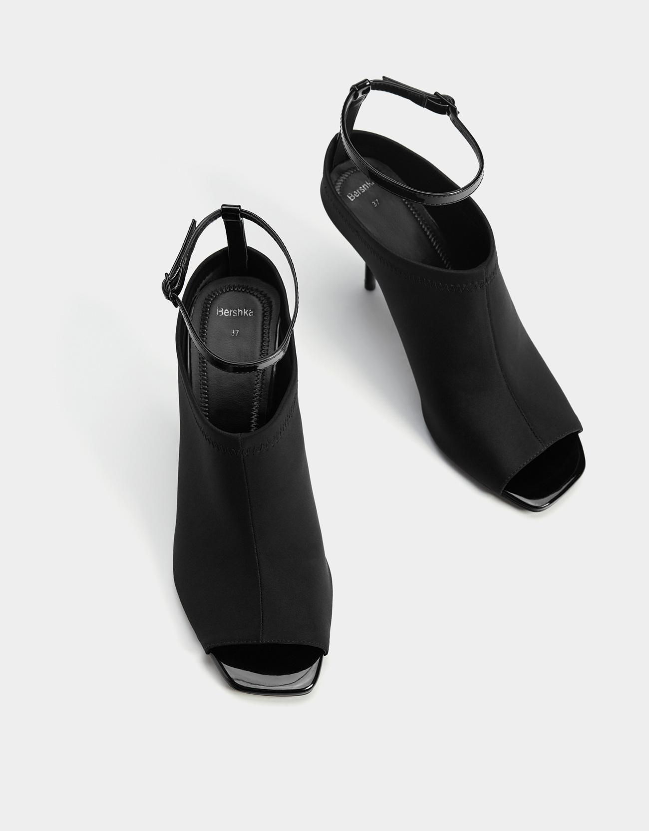 043c86df1a78 Svøbende sandal med hæl - Sandal med hæl - Bershka Denmark