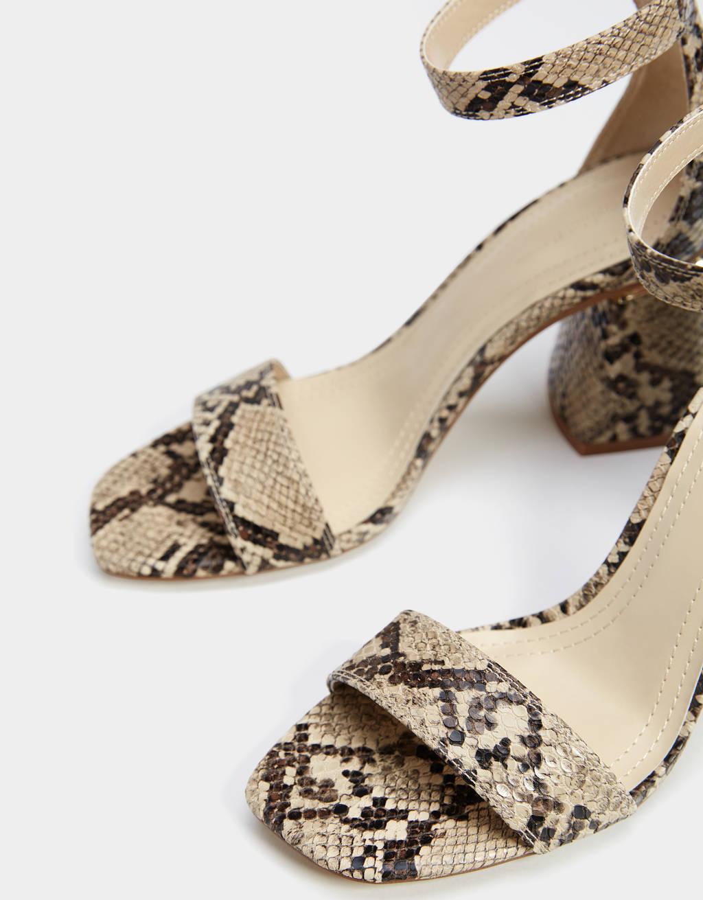 a089ce29fcce Sandále na podpätku so zvieracím vzorom. - Sandále na opätku ...