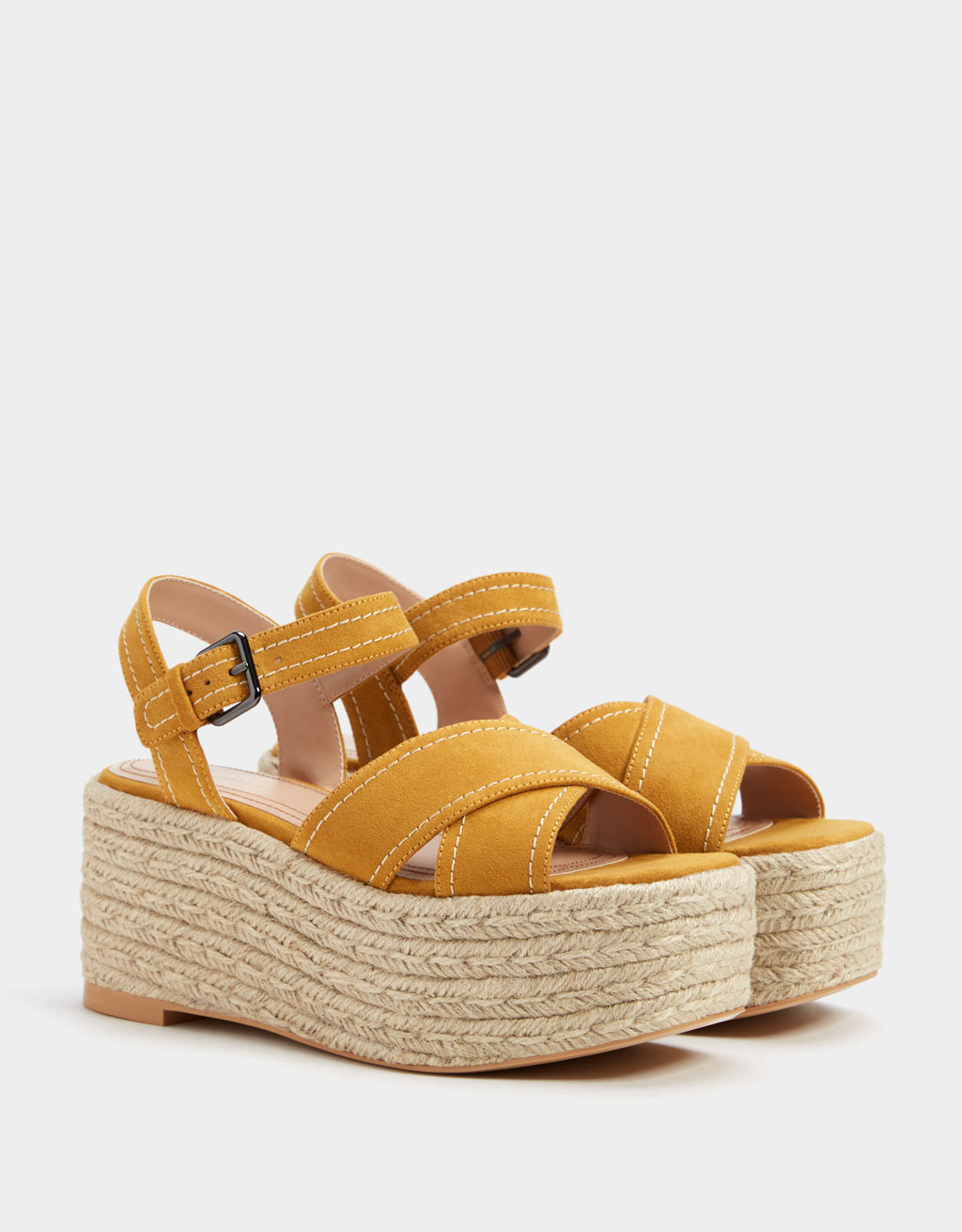 Sandali z debelim podplatom iz jute