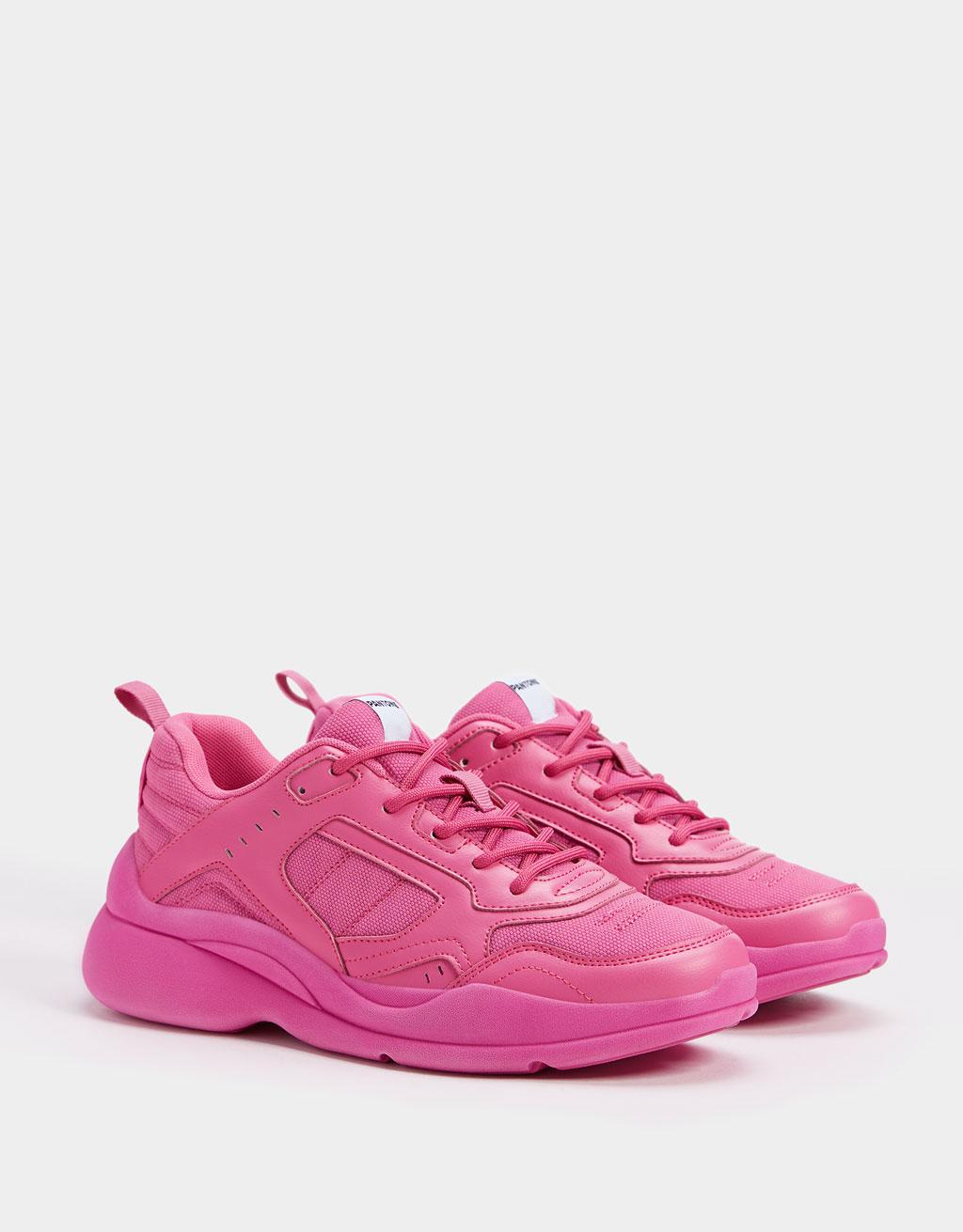 Neon sneaker Bershka + PANTONE