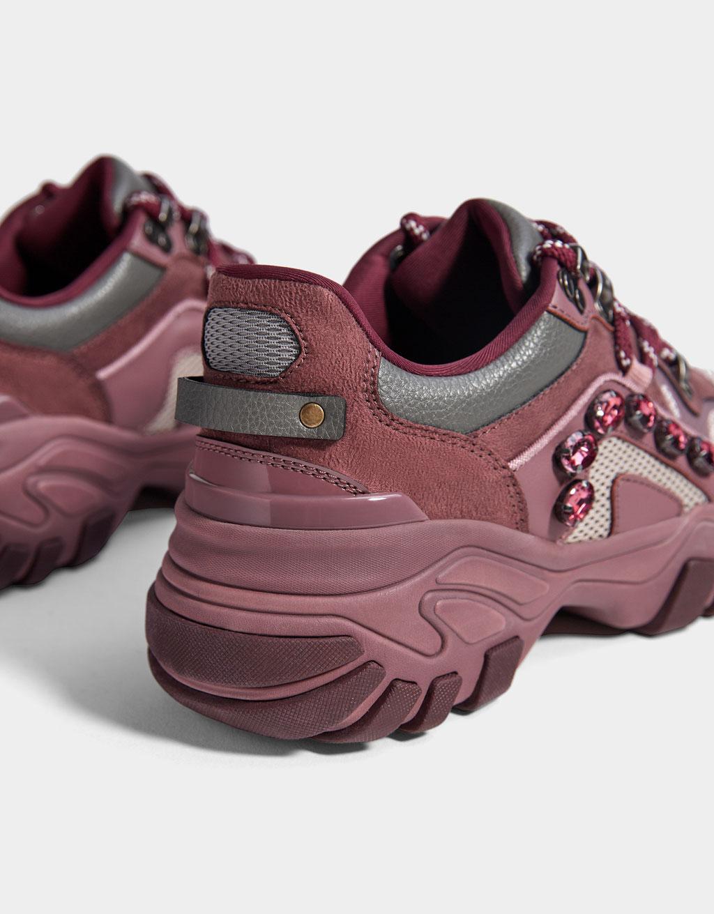f50d64c375bc09 Kombinierte Sneaker mit Plateau und Schmuckbesatz Kombinierte Sneaker mit  Plateau und Schmuckbesatz ...