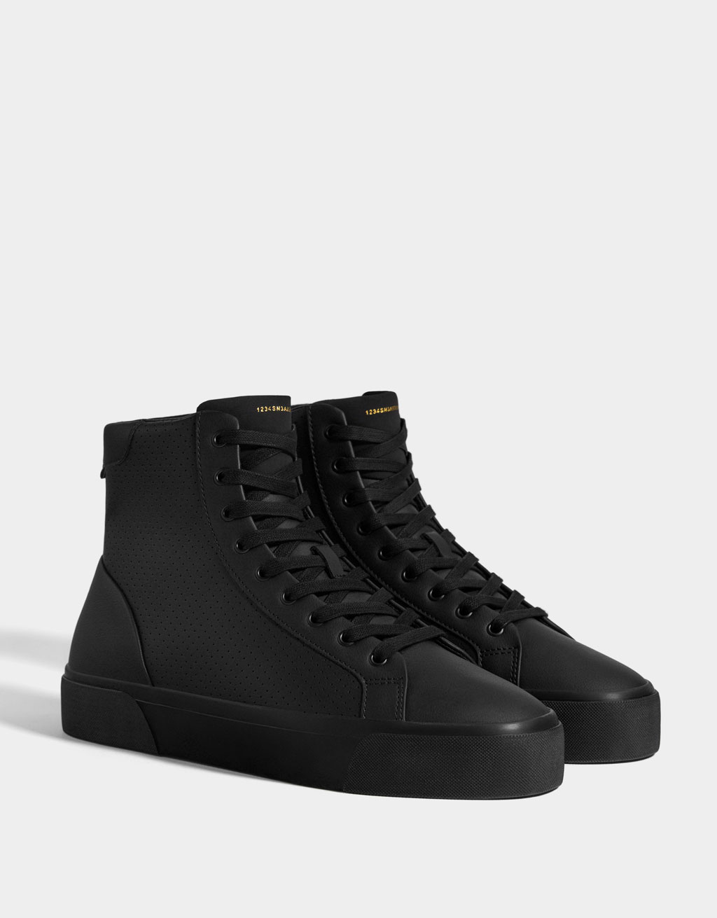 Men's high-top trainers with broguing