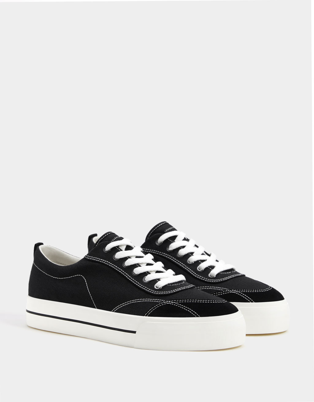 Men's trainers with contrast topstitching