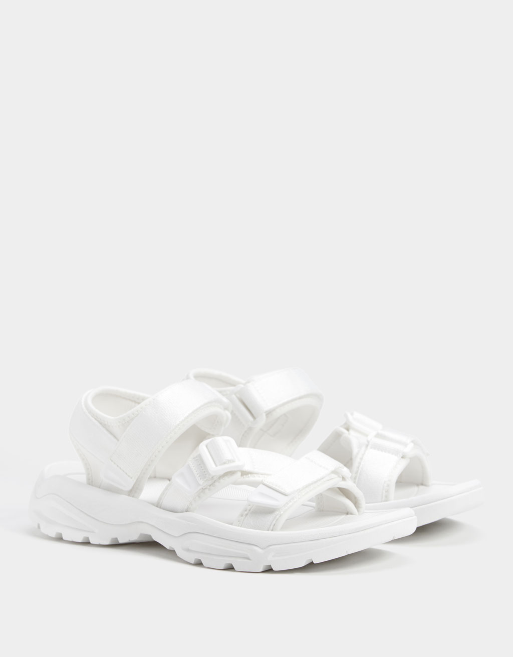 Sporty monochrome sandals