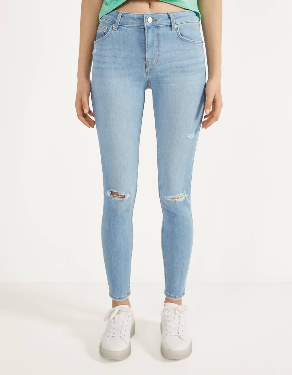 Jeans push up tiro medio