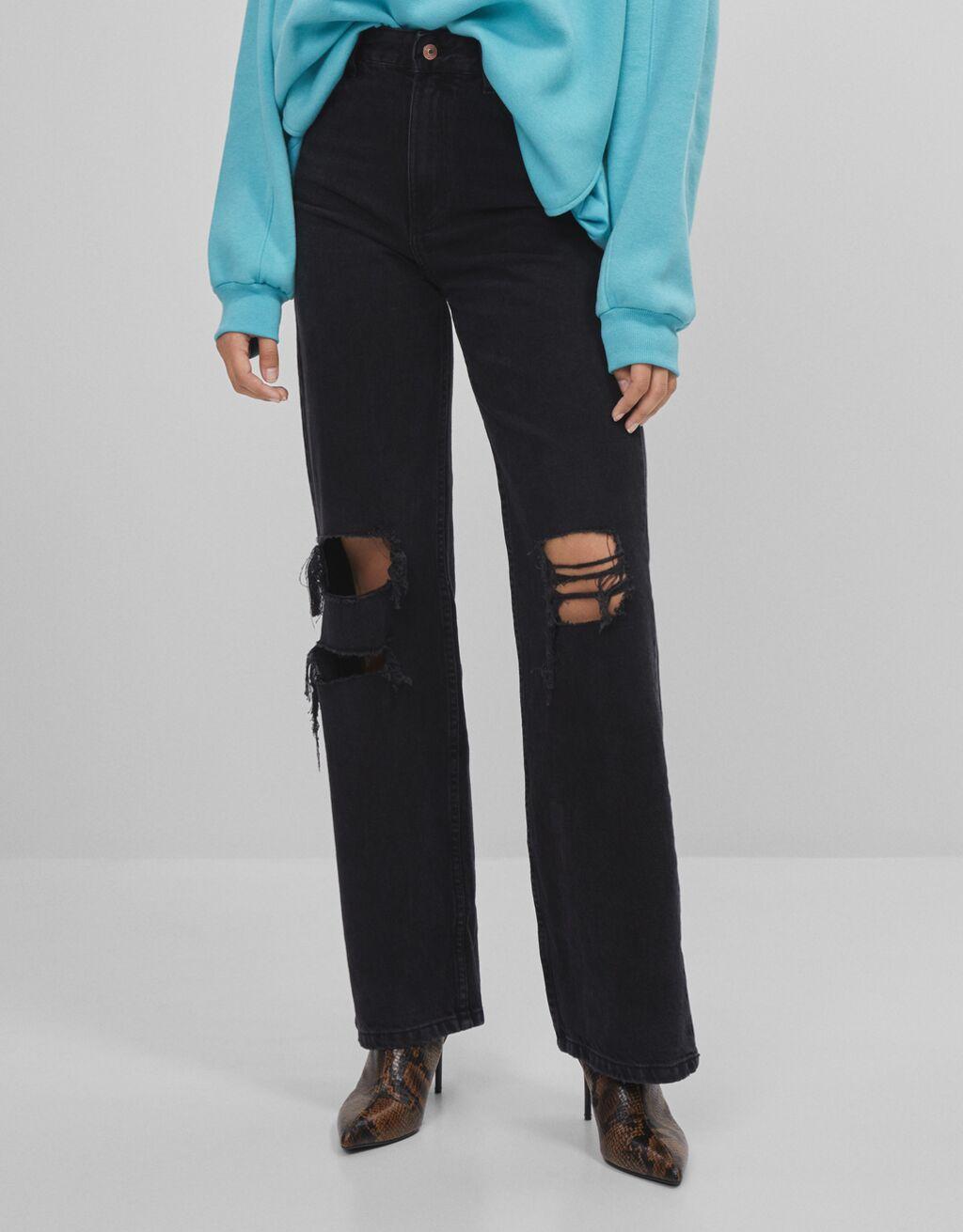 90er-Jahre-Jeans mit Schlaghose und Rissen