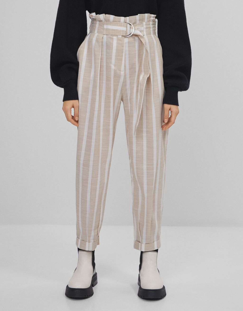 Slouchy trousers with belt