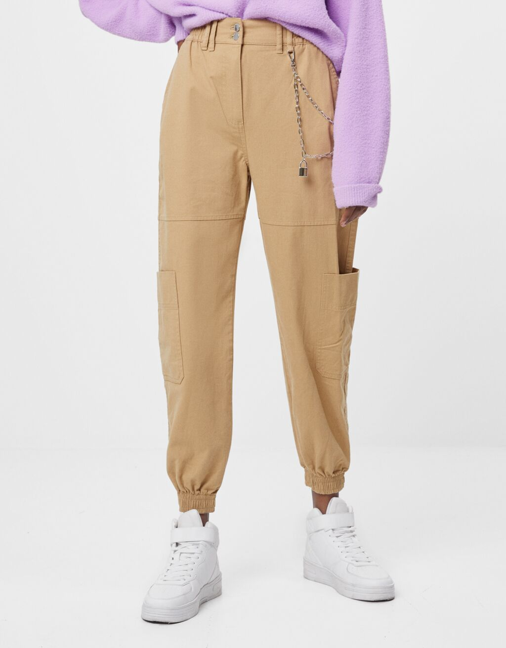 Pantaloni jogger con catena