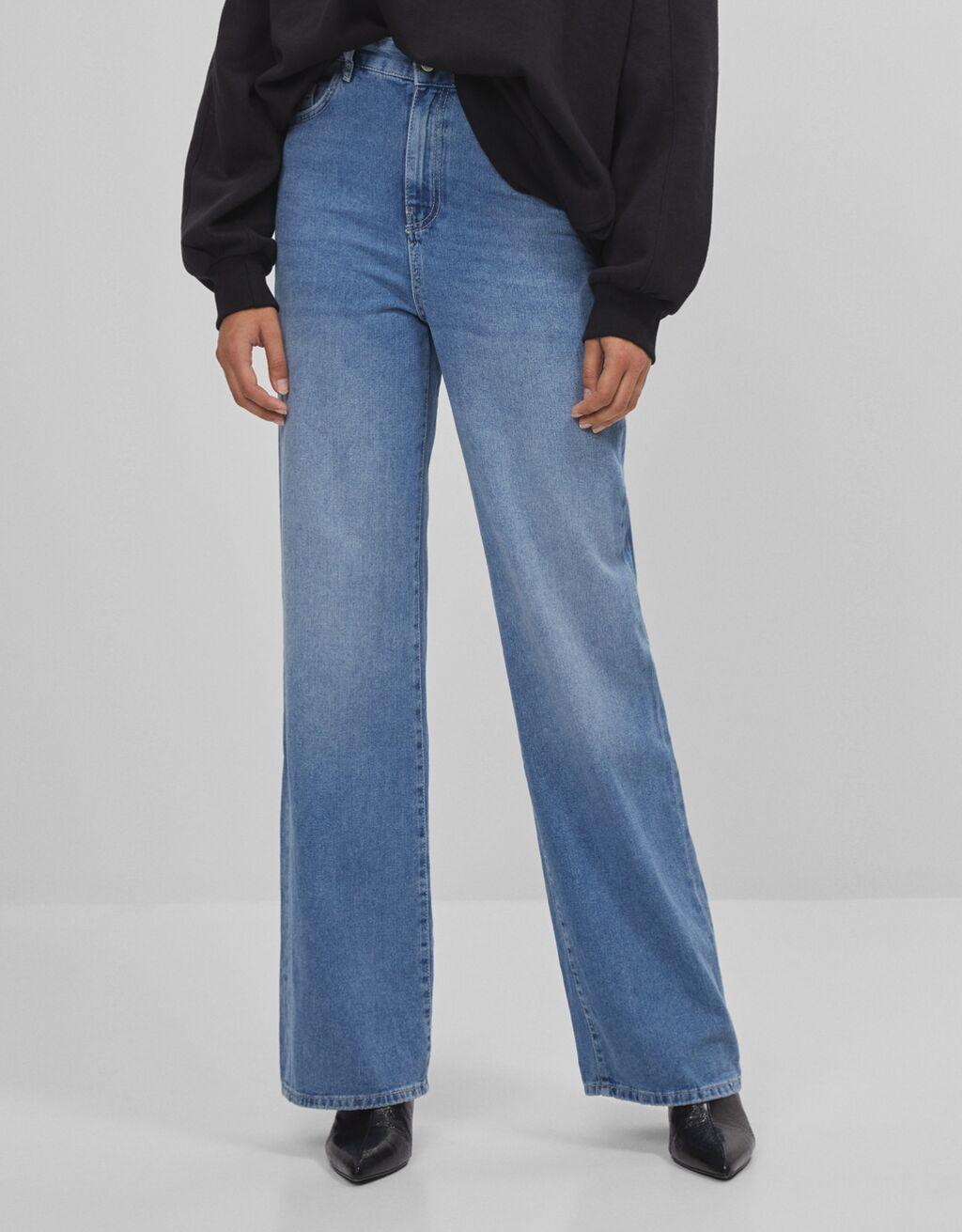 Jeans mit weitem Bein.