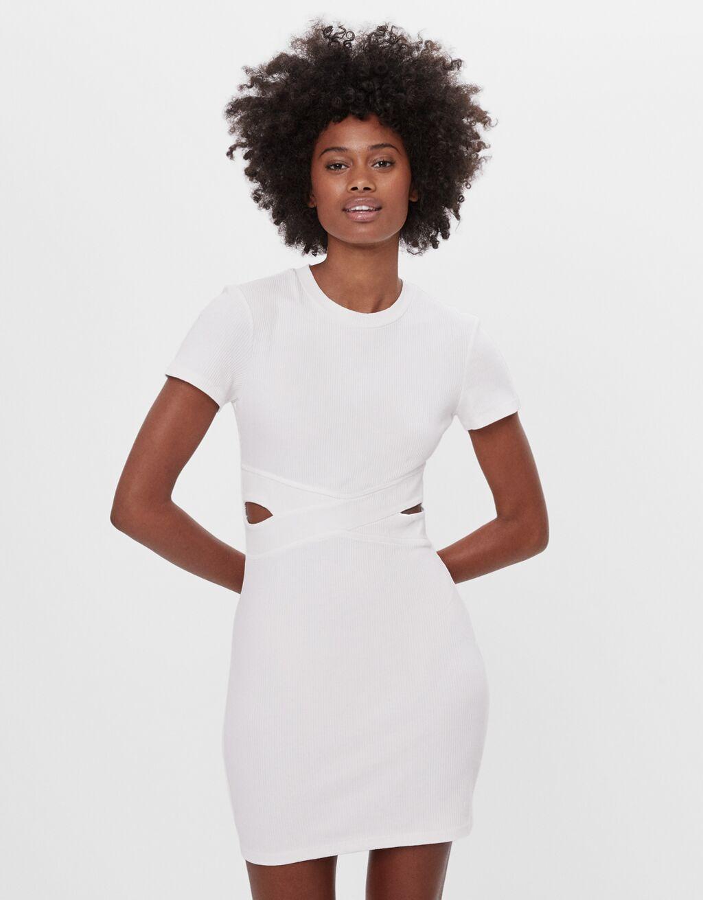 Vestido corto con abertura