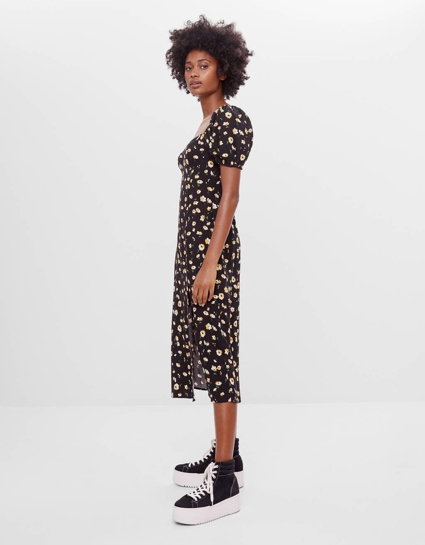 Платье миди с цветочной вышивкой