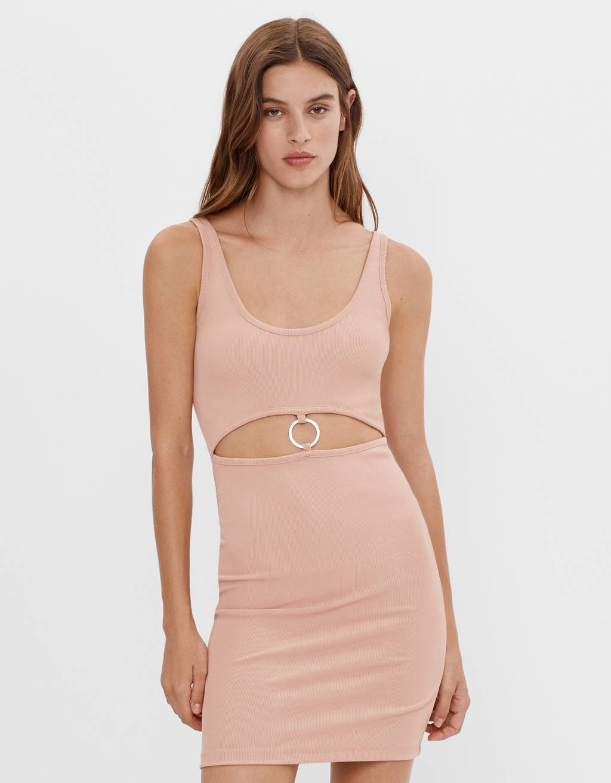 Kurzes Kleid mit Metallring