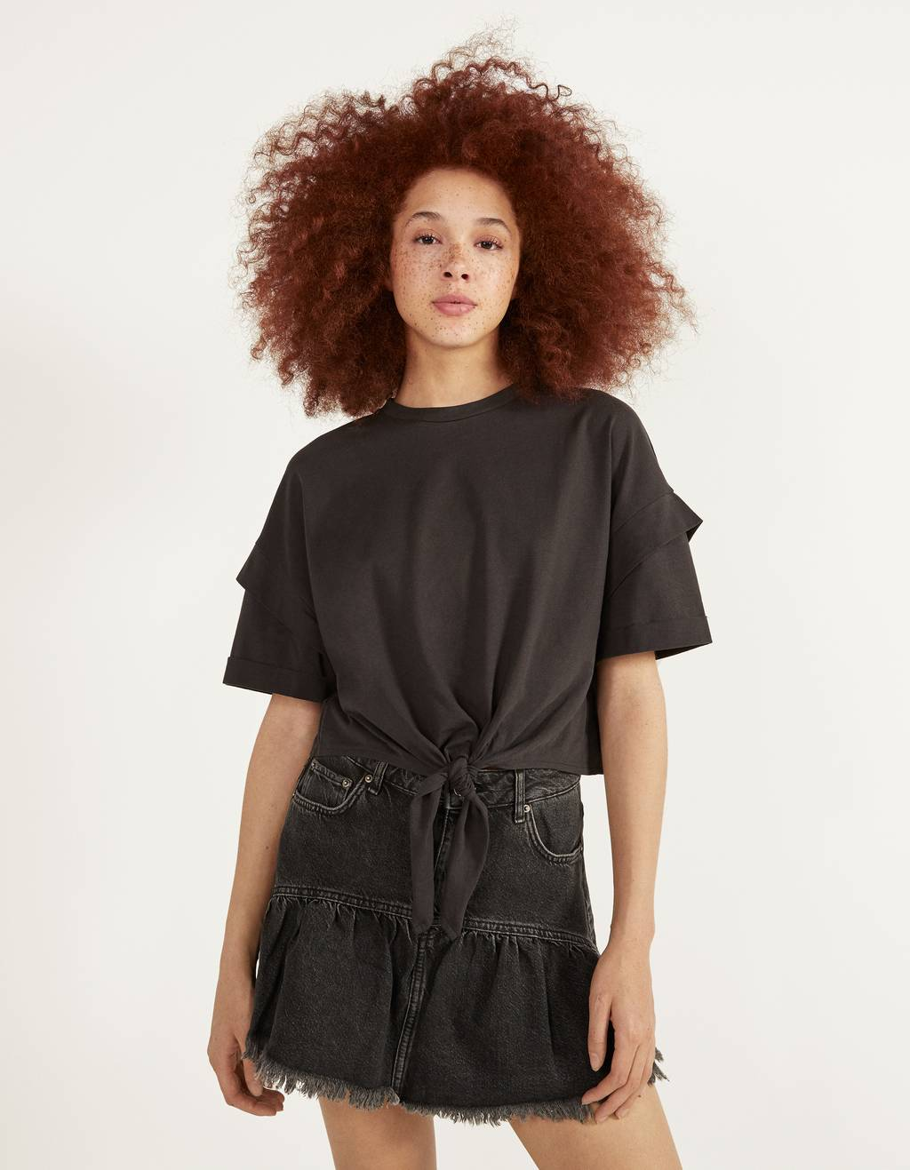 Cropped T-shirt with knot