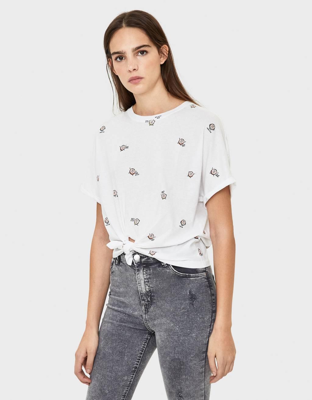 Тениска с възел отпред