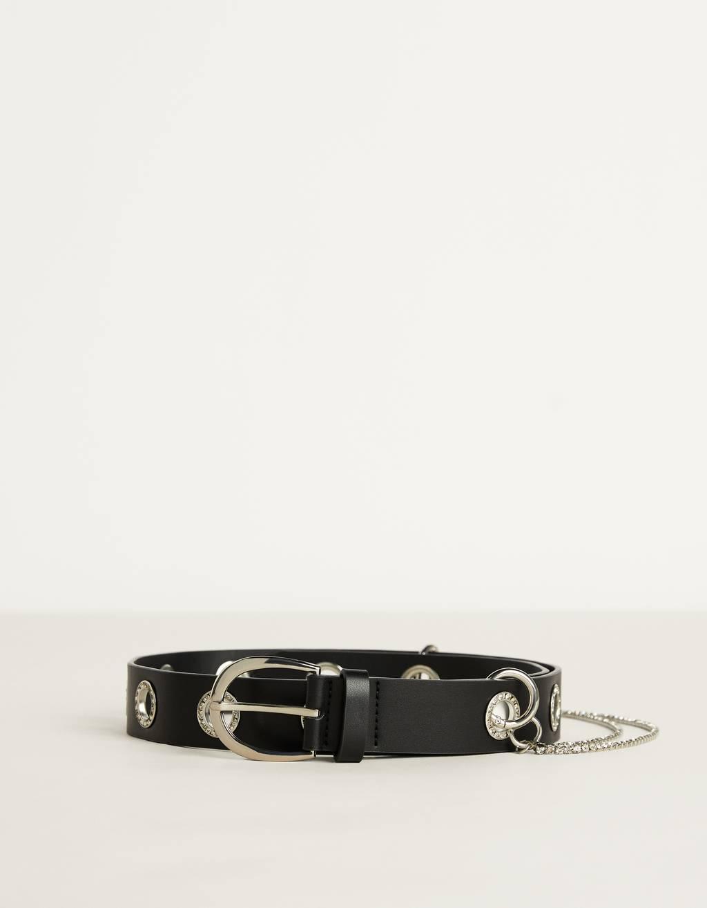 Cinturón con eyelets y cadena brillante