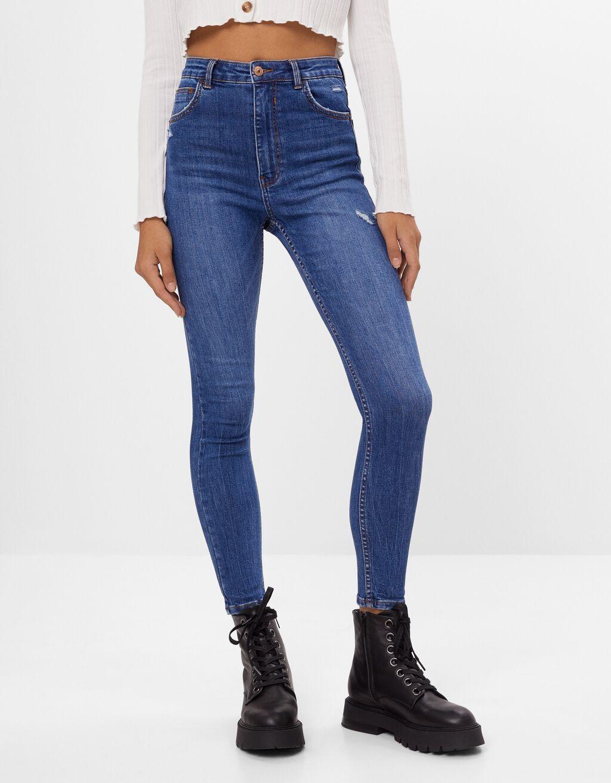 Jeans mit sehr hohem Bund
