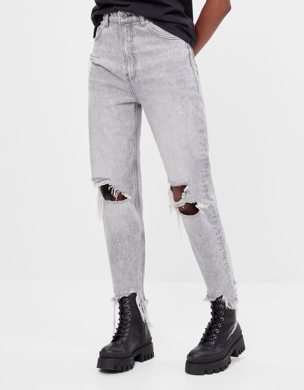 Mom-Jeans mit Rissen