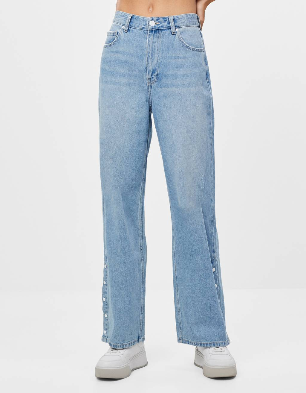 Straight jeans with button fastening