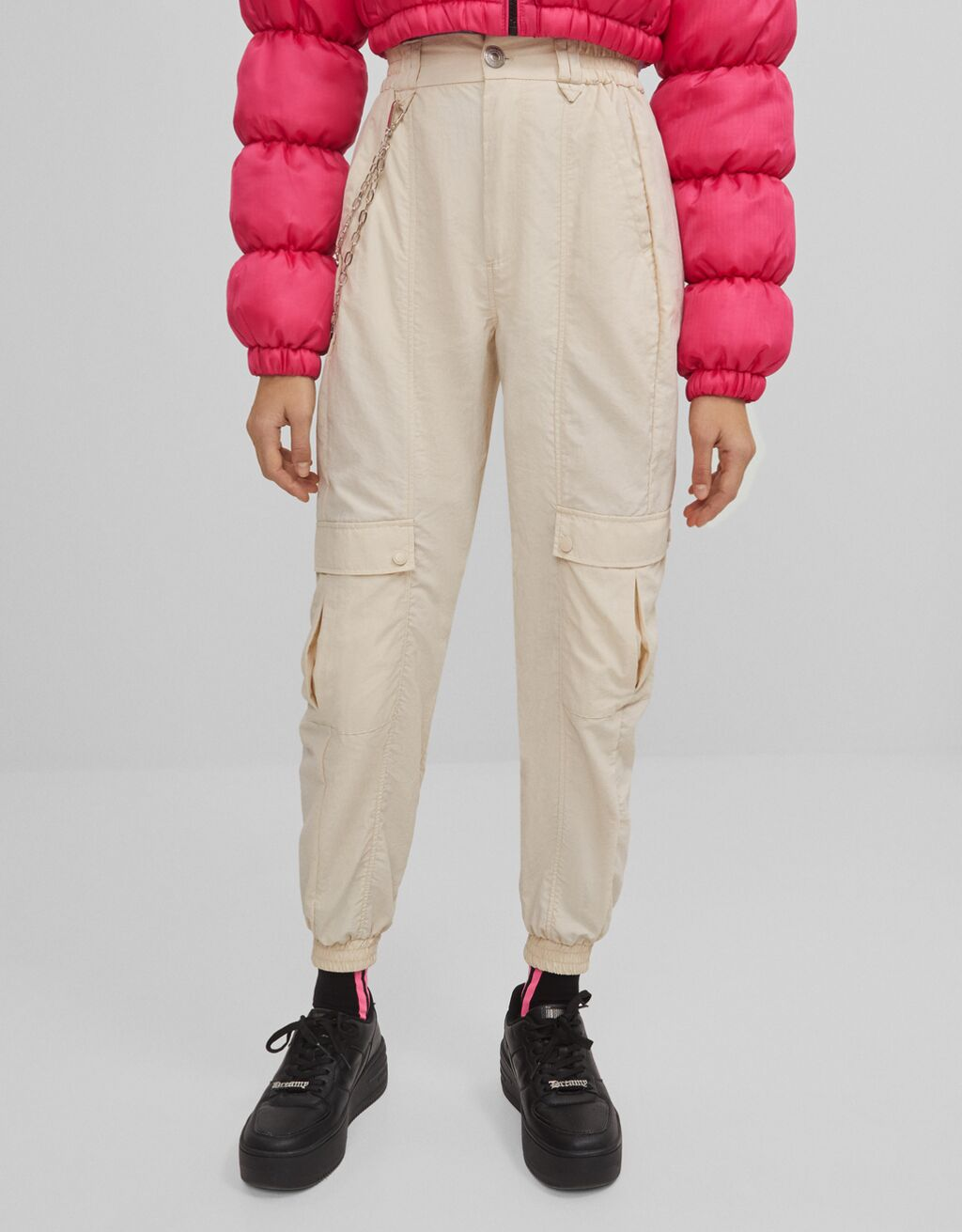 Jogging trousers with a chain
