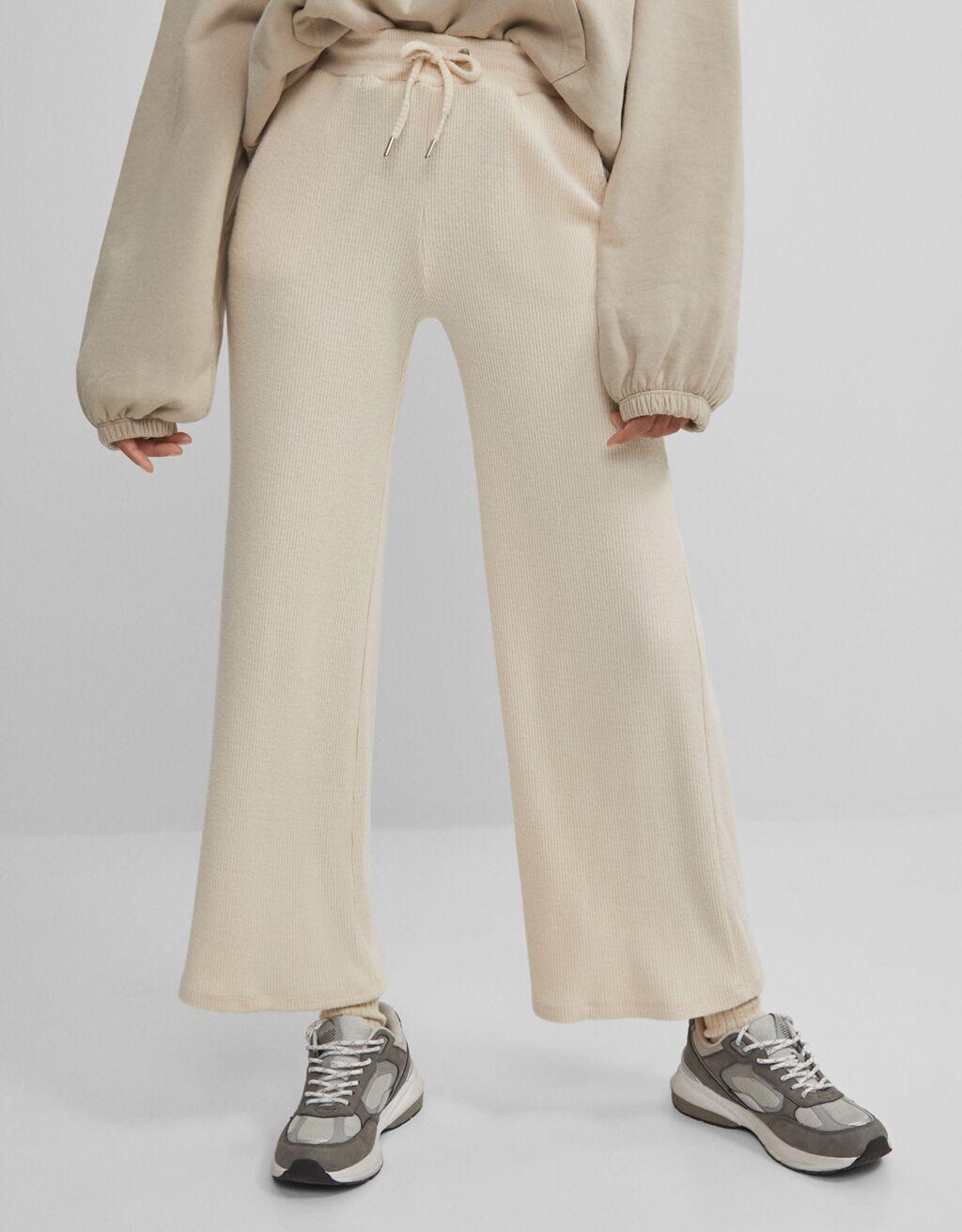 Široke hlače s cvetličnim vzorcem