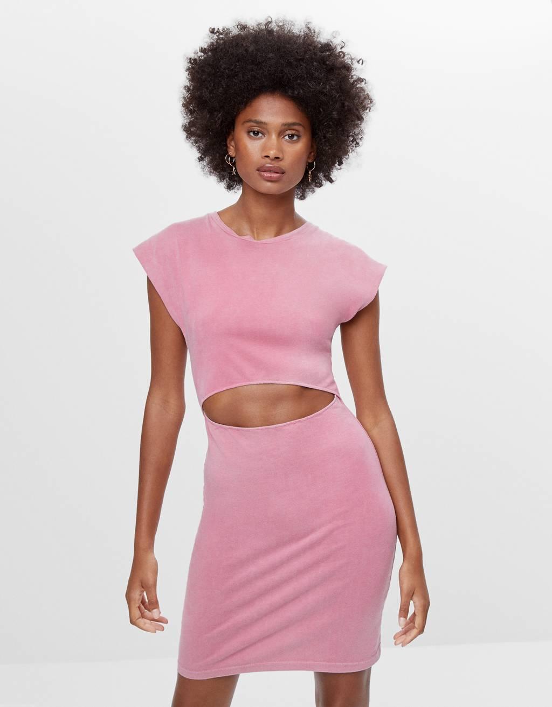 Kleid mit Schulterpolstern und Schlitz