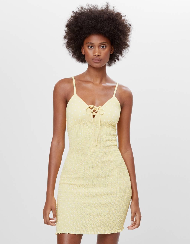 Gesmoktes Kleid mit Schleife