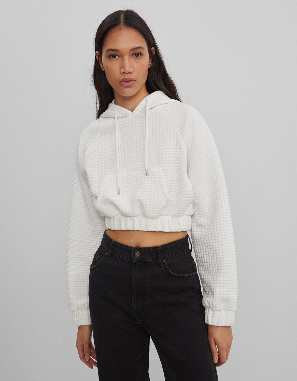 Trumpas tekstūrinis džemperis su gobtuvu