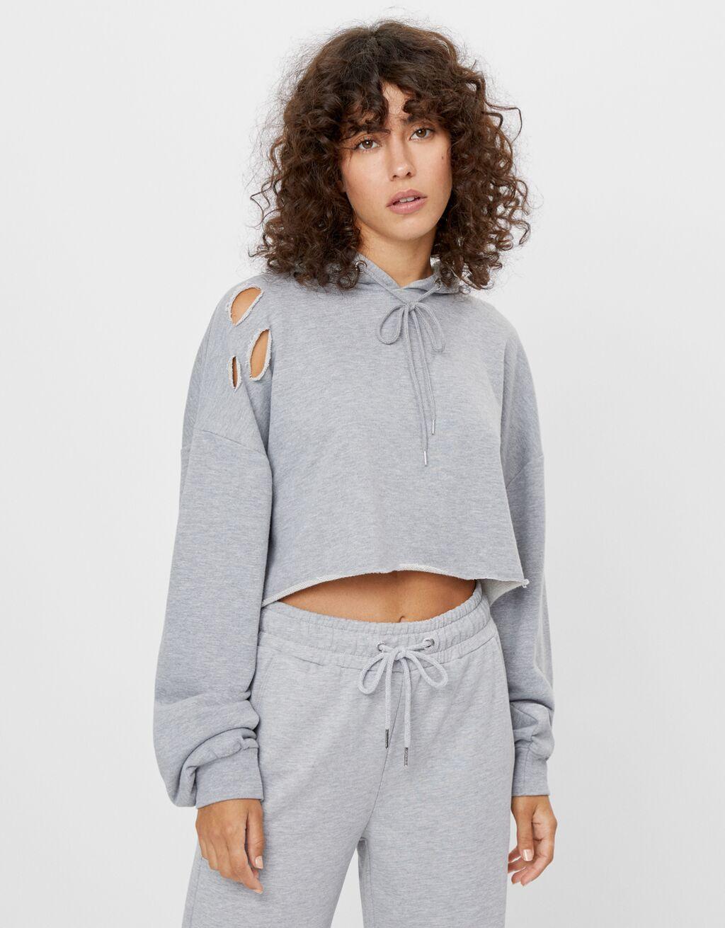 Sweatshirt mit Rissen und Kapuze