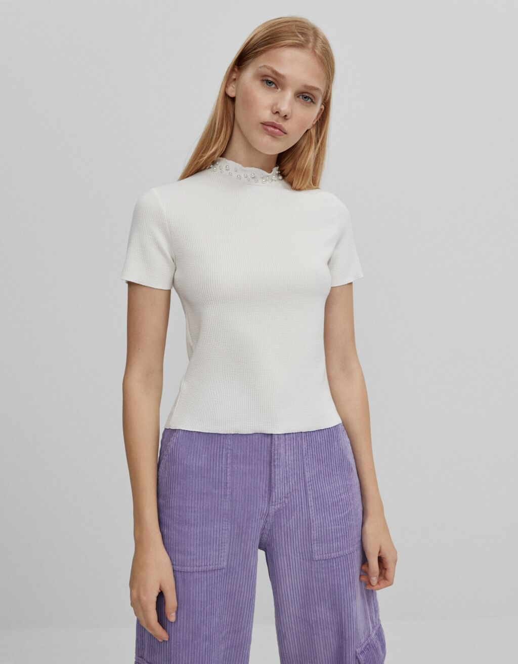 T-shirt with pearly neckline